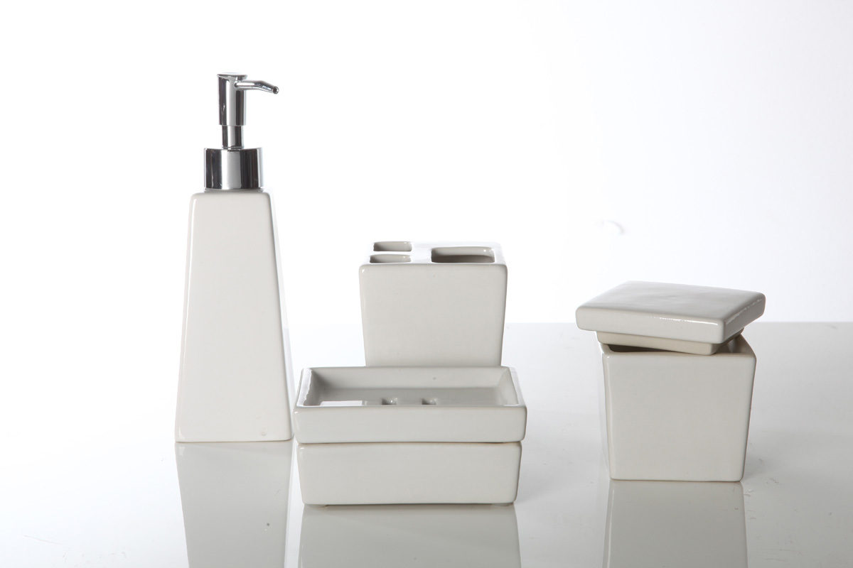 En dehors de l 39 europe mod le ensemble accessoires salle for Accessoires salle bain haut gamme